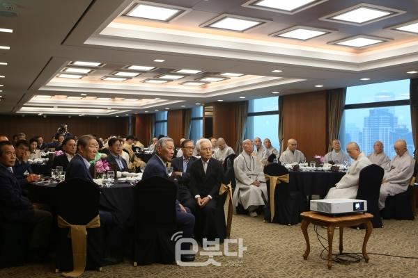 불교문화대축제조직위원회는 1일 오후 6시 부산롯데호텔 에메랄드룸에서 불교문화대축제 '범불교도대회 준비위원회 보고회'를 개최했다.