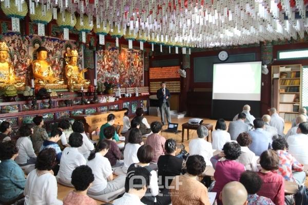 조계종 민족공동체추진 부산지역본부(본부장 심산 스님)가 30일 원오사 대웅전에서 '제17차 정기 강연회'를 개최했다.