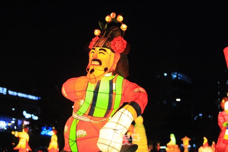 2019년 부산연등축제 장엄등 전시 모습